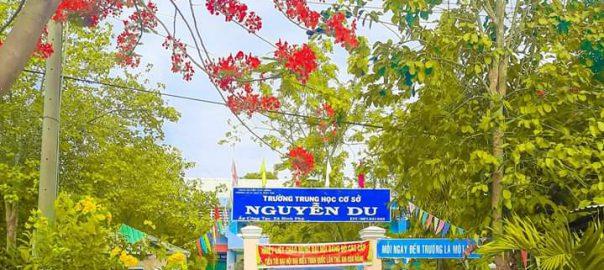 Hinh cong truong THCS Nguyen Du